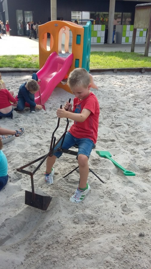 We spelen in de zandbak 20180904_140653.jpg