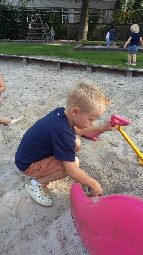 We spelen in de zandbak 20180904_142223.jpg